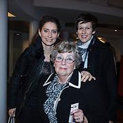 NLD/Zaandam/20131113 - Inloop premiere Nederland Musicalland, Pia Douwes en moeder Joke de Kruijff