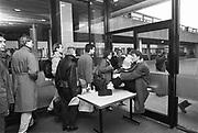 Nederland, Nijmegen, 5-1-1988Studenten die aktievoeren vanuit het bezette Erasmusgebouw van de Radboud universiteit, destijds de Katholieke KUN, tegen de nieuwe wet studiefinanciering van minister Deetman. Hier verlaten de medewerkers, het personeel, die er werken het gebouw.80, 80er, 80er jaren, aktie, basisbeurs, Beurs, bezetten, bezuinigen, bezuiniging, bezuinigingen, Crisis, Deetman, demonstranten, Demonstratie, demonstraties, demonstreren, Geschiedenis, hervorming, hervormingen, Historie, historisch, hoger, Jaren, jaren 80, Jeugd, jeugdwerkeloosheid, jeugdwerkloosheid, jongeren, kabinet, korten, Leenstelsel, Lubbers, minister, Onderwijs, onderwijsbeleid, plannen, Politiek, prestatiebeurs, protest, protesteren, Regering, run, Schuld, studenten, studentenactie, studentenacties, studentenaktie, studentenakties, STUDENTENDEMONSTRATIE, STUDENTENPROTEST, studiebeurs, studieschuld, wetenschappelijkFoto: Flip Franssen/Hollandse Hoogte