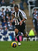 Photo: Andrew Unwin.<br /> Newcastle United v Portsmouth. The Barclays Premiership. 26/11/2006.<br /> Newcastle's Kieron Dyer attacks.