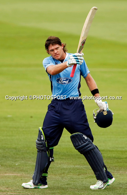 Auckland batsman Lou Vincent raises his bat after reaching his century. Canterbury Wizards v Auckland Aces in the One Day Competition Final. QEII Park, Christchurch, New Zealand. Sunday, 13 February 2011. Joseph Johnson / PHOTOSPORT.
