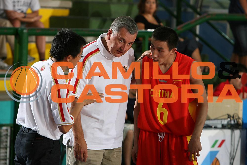 DESCRIZIONE : San Benedetto del Tronto Torneo Internazionale dell'Adriatico Giappone-Cina Japan-China<br /> GIOCATORE : Kazlauskas Zhang Yunsong<br /> SQUADRA : China Cina<br /> EVENTO : San Benedetto del Tronto Torneo Internazionale dell'Adriatico Giappone-Cina<br /> GARA : Giappone Cina Japan China<br /> DATA : 01/07/2006 <br /> CATEGORIA : <br /> SPORT : Pallacanestro <br /> AUTORE : Agenzia Ciamillo-Castoria/E.Castoria