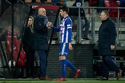 (L-R) coach Jurgen Streppel of sc Heerenveen, Pelle van Amersfoort of sc Heerenveen during the Dutch Eredivisie match between AZ Alkmaar and sc Heerenveen at AFAS stadium on December 23, 2017 in Alkmaar, The Netherlands