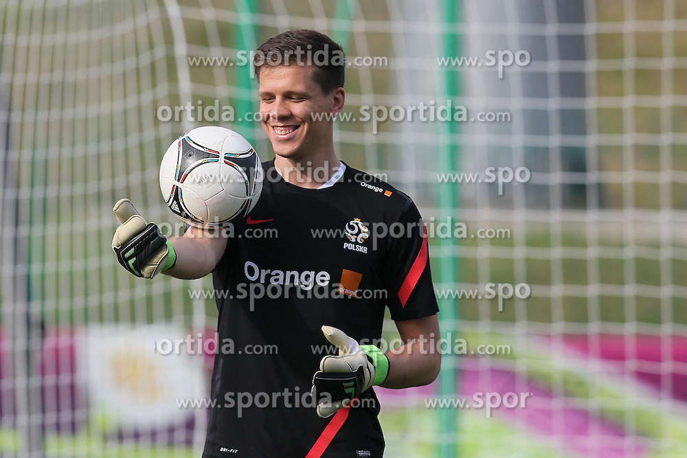 09.06.2012, Trainingstadion, Warschau, POL, UEFA EURO 2012, Polen, Training, im Bild WOJCIECH SZCZESNY // during the during EURO 2012 Trainingssession of Poland Nationalteam, at the preperation stadium, Warsaw, Poland on 2012/06/09. EXPA Pictures © 2012, PhotoCredit: EXPA/ Newspix/ Mateusz Trzuskowski..***** ATTENTION - for AUT, SLO, CRO, SRB, SUI and SWE only *****