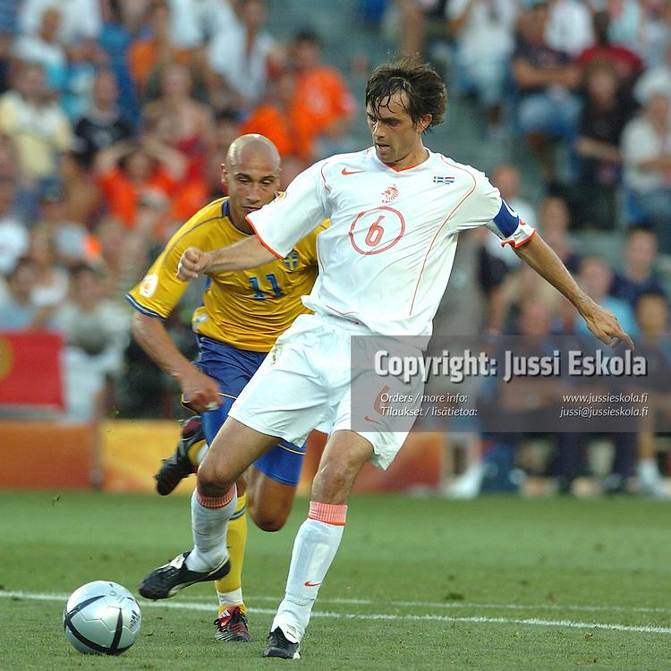 Phillip Cocu, Sweden-Holland 26.6.2004.&amp;#xA;Euro 2004.&amp;#xA;Photo: Jussi Eskola<br />