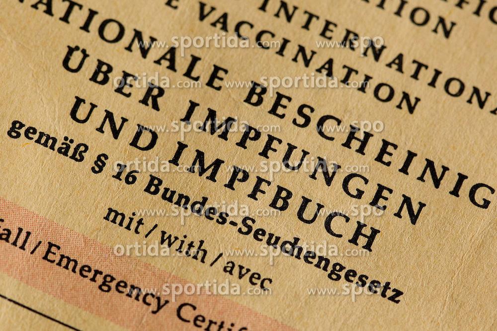 THEMENBILD - Masern sind eine hoch ansteckende Infektionskrankheit. Weltweit sterben rund 120.000 Menschen an den Folgen von Masern. In Deutschland ist die Zahl der Erkrankten zwar deutlich zur&uuml;ckgegangen, allerdings kommt es immer wieder zu Epidemien &ndash; wie aktuell in Berlin. Dort wurden seit Oktober 530 F&auml;lle gemeldet, ein Kleinkind ist an den Folgen der Erkrankung gestorben, im Bild Impfbuch mit Spritze, aufgenommen am 01.03.2015 // THEME PICTURE - Measles is a highly contagious infectious disease. Worldwide kills around 120,000 people from the consequences of measles. In Germany the number of sufferers is declined significantly, but it always comes back to epidemics - as currently in Berlin. There, 530 cases were reported in October, a toddler died from the effects of the disease, pictures at Strafjustizzentrum in Augsburg, Germany on 2015/03/01. EXPA Pictures &copy; 2015, PhotoCredit: EXPA/ Eibner-Pressefoto/ Fleig<br /> <br /> *****ATTENTION - OUT of GER*****