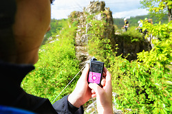 04-05-2015 BEL: BvdGF Outdoorkamp 2015, Dinant<br /> Achttien jongeren van 18 t/m 23 jaar beleven een avontuurlijk kamp in de Belgische Ardennen. Onder begeleiding van een arts, twee diabetesverpleegkundigen en Bas van de Goor gaan ze uitdagende activiteiten aan en ervaren ze wat het effect hiervan op hun diabetes is. Vandaag de dag van lopen en kano / Medtronic nieuwe pomp