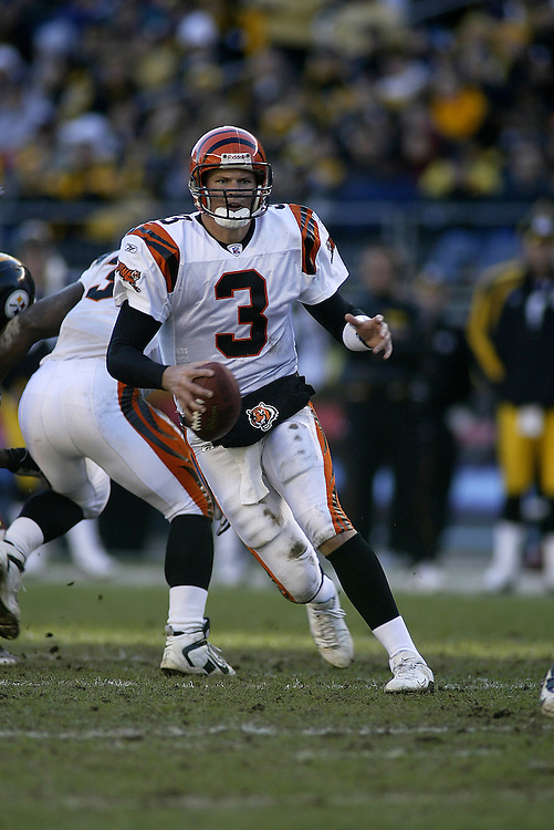 Quarterback Jon Kitna of the Cincinnati Bengals scrambles during their 24-20 victory over the Pittsburgh Steelers on 11/30/2003. ©JC Ridley/NFL Photos.