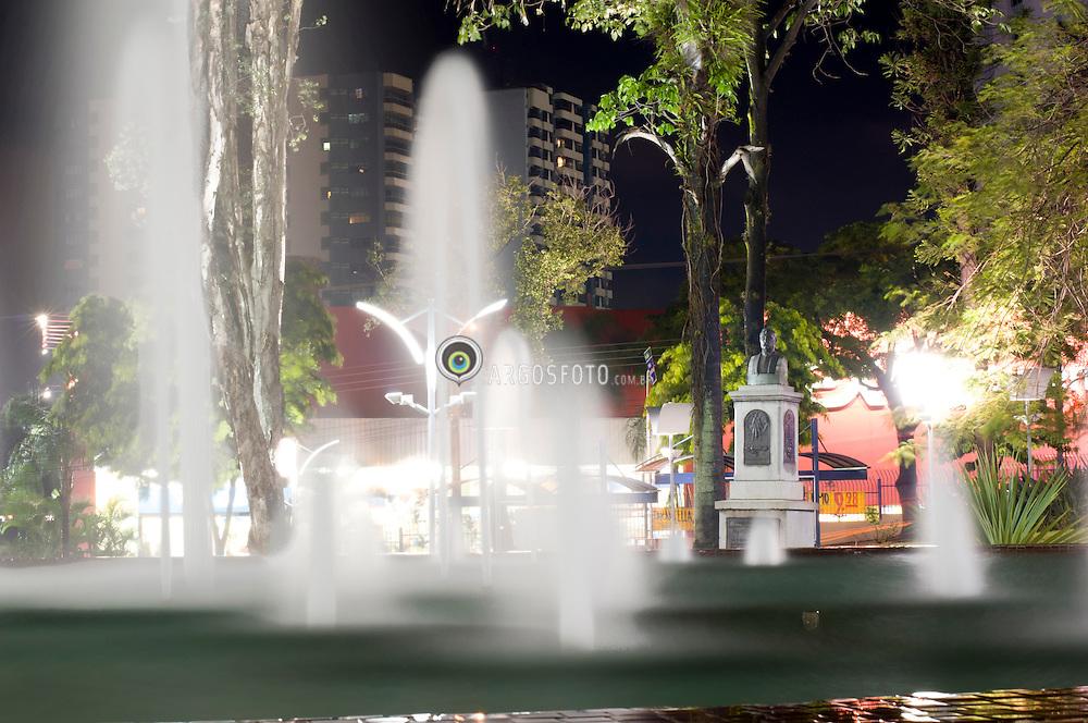 Fonte de agua na praca comendador muller em Americana, interior de Sao Paulo // Water fountain at a square in Sao Paulo country side. 2012