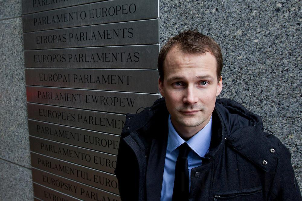 Torsten Laksafoss Holbek, Pressekonsulent, hos MEP Morten Loekkegaard. Ude foran Europa/Parlamentet i Bruxelles den 24 januar 2011. Photo: Erik Luntang/INSPIRIT Photo