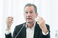 14 JUN 2018, BERLIN/GERMANY:<br /> Matthias Doepfner, Vorstandsvorsitzender Axel Springer SE und Praesident Bundesverband Deutscher Zeitungsverleger, Pressekonferenz zur Reform des Telemedienauftrags der oeffentlich-rechtlichen Rundfunkanstalten, Landesvertretung Rheinland.-Pfalz<br /> IMAGE: 20180614-01-034<br /> KEYWORDS: Matthias D&ouml;pfner