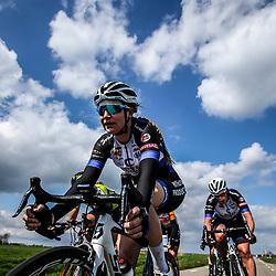 16-04-2016: Wielrennen: IJsseldelta Topcompetitie vrouwen: Zwolle<br />ZWOLLE (NED) wielrennen Wind was in deze editie de grootste tegenstanders van de vrouwen.<br />Lauren Kitchen, Kirsten Wild