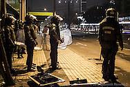 Carabineros cercan el área donde terminó una manifestación estudiantil en el Parque Bustamante, Santiago de Chile, Octubre 2012.