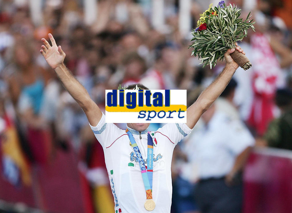 OL 2004 Athen<br /> Sykkel<br /> 16.08.2004<br /> Foto: Witters/Digitalsport<br /> NORWAY ONLY<br /> <br /> Sieger Paolo Bettini Italien<br /> Olympia 2004 Fahrrad Strasse Herren