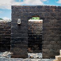 27/09/2013. Route de Bossangoa. Republique Centrafricaine. Les villages au bord de la route sont complètements désertés par leurs habitants victimes d'attaques de la ex-Seleka, beaucoup de maisons ont été brûlées. ©Sylvain Cherkaoui/Cosmos