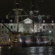 In de periode van 6-12-2013 tot en met 19-01-2014 toont het Amsterdam Light Festival een collectie werken van nationale en internationale kunstenaars, die zich bezig hebben gehouden met het thema Building with Light. Foto een kopie van het beroemde VOC schjip de Amsterdam, voor het Scheepvaartmuseum.