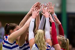 21-04-2016 NED: Springendal Set Up 65 - Vc Sneek, Ootmarsum<br /> Set Up verliest met 3-2 en staat met 2-0 achter in de finale serie best of five, Sneek kan aanstaande zondag kampioen van Nederland worden / handen en armen, yell, vreugde