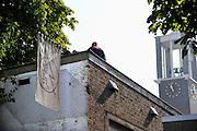 Nederland, NIjmegen, 7-9-2012Aan de Zeigelhof is opnieuw een gebouw gekraakt.Ironie is dat hier 30 jaar geleden slag werd geleverd tussen krakers en hun sympatisanten enerzijds en de me, politie en marechaussee anderzijds, om sloop van huizen en aanleg van een parkeergarage te vookomen. De huizen staan er inmiddels en de parkeergarage nadert nu haar voltooiing.Foto: Flip Franssen/Hollandse Hoogte