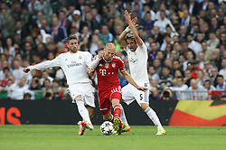 23.04.2014, Estadio Santiago Bernabeu, Madrid, ESP, UEFA CL, Real Madrid vs FC Bayern Muenchen, Halbfinale, Hinspiel, im Bild l-r: im Zweikampf, Aktion, mit Sergio Ramos #4 (Real Madrid), Arjen Robben #10 (FC Bayern Muenchen) und Fabio Coentrao #5 (Real Madrid) // during the UEFA Champions League Round of 4, 1st Leg Match between Real Madrid vs FC Bayern Munich at the Estadio Santiago Bernabeu in Madrid, Spain on 2014/04/23. EXPA Pictures © 2014, PhotoCredit: EXPA/ Eibner-Pressefoto/ Kolbert<br /> <br /> *****ATTENTION - OUT of GER*****