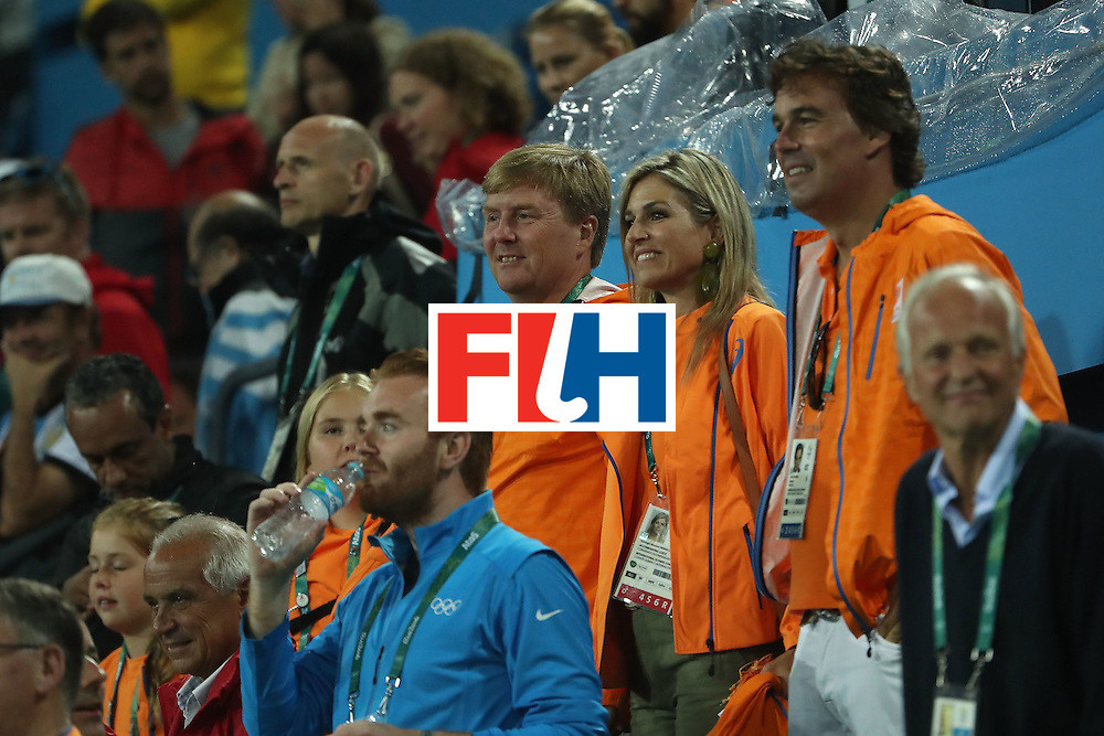 RIO DE JANEIRO, BRAZIL - AUGUST 15:  King Willem-Alexander of the Netherlands and Queen Maxima of the Netherlands attend the quarter final hockey game against Argentina on Day 10 of the Rio 2016 Olympic Games at the Olympic Hockey Centre on August 15, 2016 in Rio de Janeiro, Brazil.  (Photo by Christian Petersen/Getty Images)