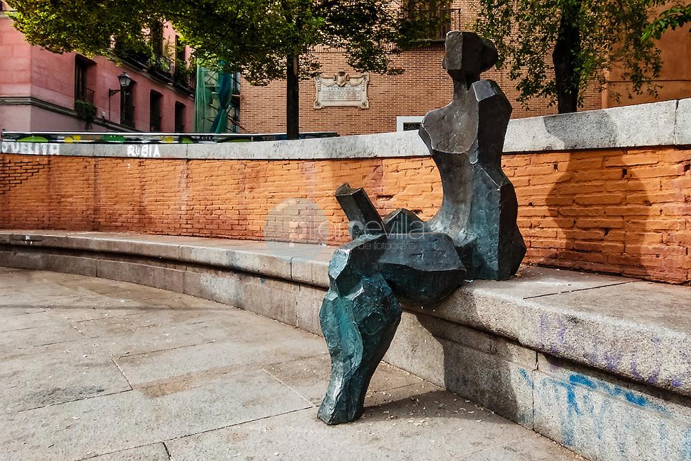 Esculturas de Madrid. Lectora con libro. Plaza del Dos de Mayo. Madrid. España ©Country Sessions / PILAR REVILLA