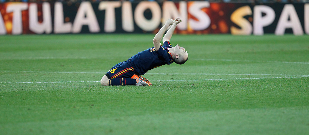 epa02245596 Spain's Andres Iniesta celebrates at the final whistle of the FIFA World Cup 2010 Final match between the Netherlands and Spain at the Soccer City stadium outside Johannesburg, South Africa, 11 July 2010. Spain won 1-0 by a goal of Iniesta.  EPA/KERIM OKTEN Please refer to www.epa.eu/downloads/FIFA-WorldCup2010-Terms-and-Conditions.pdf