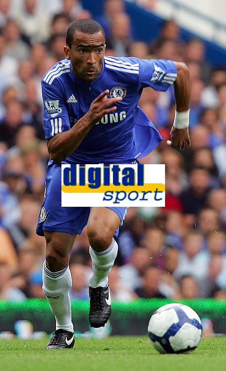 Fotball<br /> England<br /> Foto: Fotosports/Digitalsport<br /> NORWAY ONLY<br /> <br /> Chelsea FC vs Tottenham Hotspur FC Premiership 20/09/09<br /> <br /> Chelsea defender Jose Bosingwa in action.