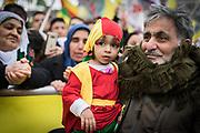 Frankfurt | 18 March 2017<br /> <br /> Am Samstag (18.02.2017) feierten &uuml;ber 30000 Kurden im Rahmen einer Demonstration das kurdische Neujahrsfest Newroz, bei der Demo sprachen sie sich gegen eine Diktatur und f&uuml;r die Freilassung von PKK-F&uuml;hrer Abdullah &Ouml;calan aus.<br /> Hier: Die Kundgebung nach der Demo findet im Europaviertel statt, ein Mann h&auml;lt ein kleines Kind in kurdischer Tracht auf dem Arm.<br /> <br /> photo &copy; peter-juelich.com<br /> <br /> Nutzung honorarpflichtig!