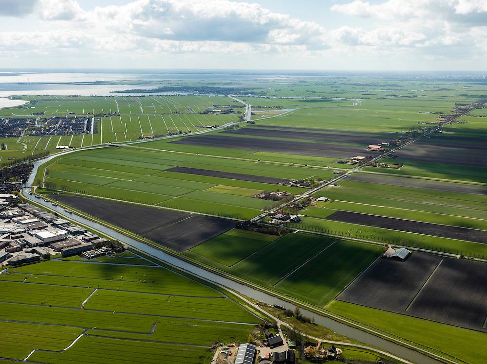 Nederland, Noord-Holland, Gemeente Waterland, 16-04-2012; zicht op polder De Purmer met Oosterweg. Links uitbreiding van Edam (bedrijventerrein en de woonwijk Singelwijk). Aan de horizon Monnickendam, Gouwzee en Waterland..View on polder the Purmer and the city of Edam..luchtfoto (toeslag), aerial photo (additional fee required);.copyright foto/photo Siebe Swart