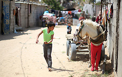 April 14, 2018 - Gaza, gaza strip, Palestine - Palestinian children play outside her family house in Khan Younis in the southern Gaza Strip April 14, 2018. (Credit Image: © Majdi Fathi/NurPhoto via ZUMA Press)