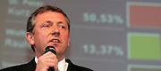 Mannheim. Stadthaus N1. Oberbürgermeisterwahl. Wahlparty. Mit einem vorläufigen Wahlendergebnis von 50,53 für Dr. Peter Kurz (SPD) endet der Wahlkampf. Dr. Peter Kurz kann im ersten Wahlgang, entgegen aller Prognosen, die OB-Wahl klar für sich entscheiden.<br /> - Kurz<br /> Bild: Markus Proßwitz<br /> ++++ Archivbilder und weitere Motive finden Sie auch in unserem OnlineArchiv. www.masterpress.org ++++