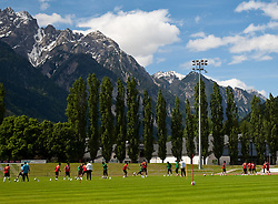 21.05.2010, Dolomitenstadion, Lienz, AUT, WM Vorbereitung, Kamerun Training im Bild eine imposante Kulisse bietet sich den Kamerunern, EXPA Pictures © 2010, PhotoCredit: EXPA/ J. Feichter / SPORTIDA PHOTO AGENCY