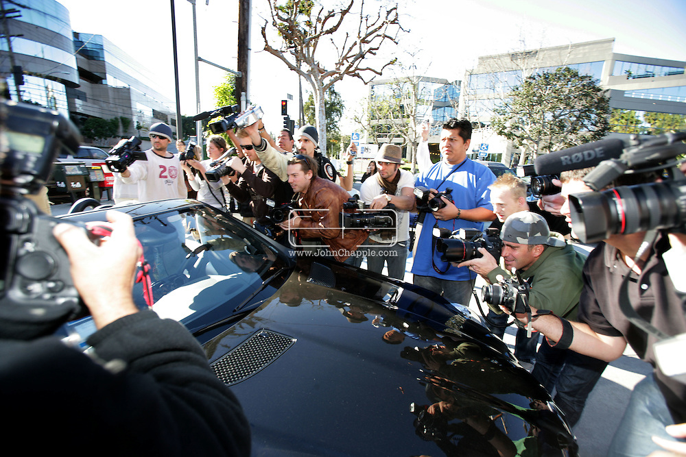 30th January 2008, Los Angeles, California.  Paparazzi photographer swarm and fight to get a non exclusive photo of Britney Spears leaving a restaurant. PHOTO © JOHN CHAPPLE / REBEL IMAGES.john@chapple.biz    www.chapple.biz