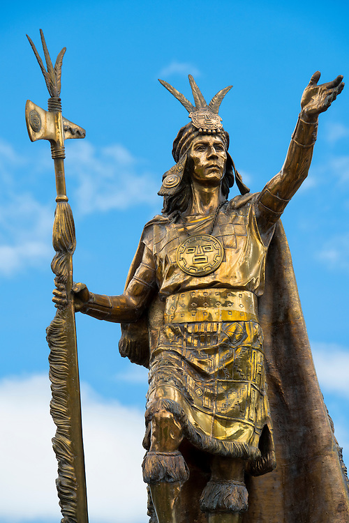 South America, Andes, Peru,Cusco, statue on plaze des armas