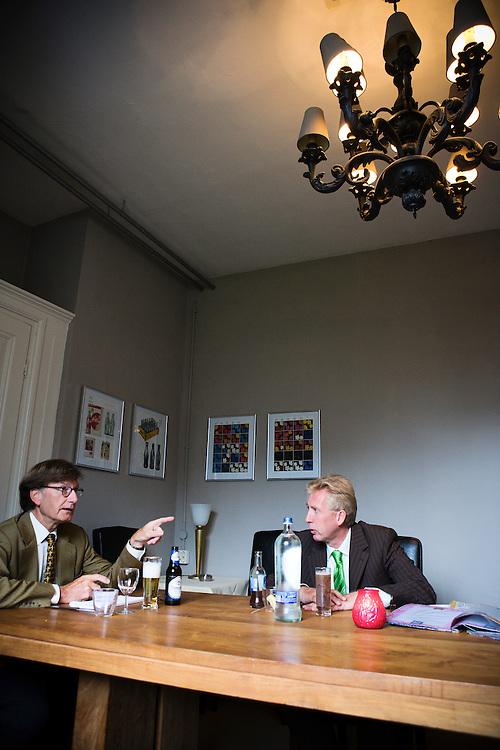 Nederland. Den Haag, 26 juni 2007.<br /> Klaas van Egmond (LINKS) en Jan Rotmans praten in cafe Schlemmer over Duurzaamheid. VOOR HET BETOOG, YVONNE ZONDEROP<br /> Foto Martijn Beekman <br /> NIET VOOR TROUW, AD, TELEGRAAF, NRC EN HET PAROOL
