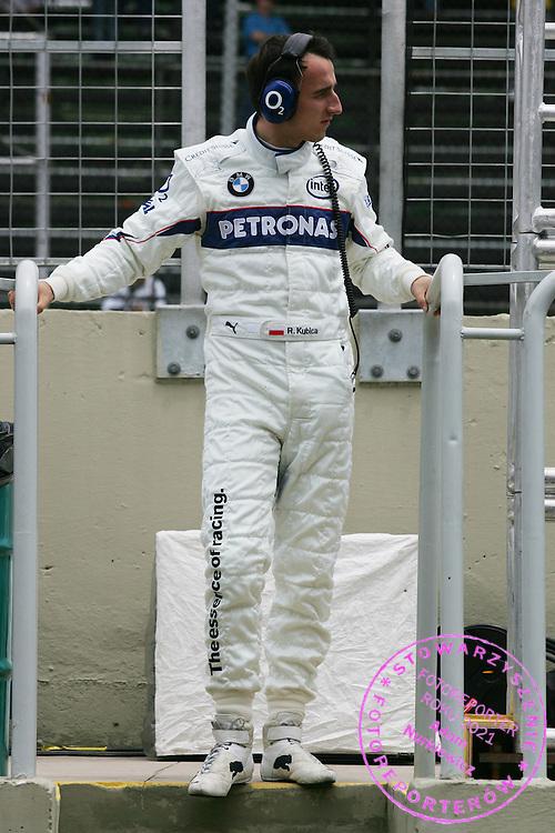 20.10.2006 Sao Paulo, Brazil, ..Robert Kubica (POL),  BMW Sauber F1 Team - Formula 1 World Championship, Rd 18, Brazilian Grand Prix, Friday Practice ..FOT. XPB.CC / WROFOTO..*** POLAND ONLY !!! ***
