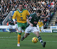 Photo: Lee Earle.<br /> Plymouth Argyle v Norwich City. Coca Cola Championship.<br /> 14/01/2006. Norwich's Dean Ashton (L) battles with Anthony Barness.