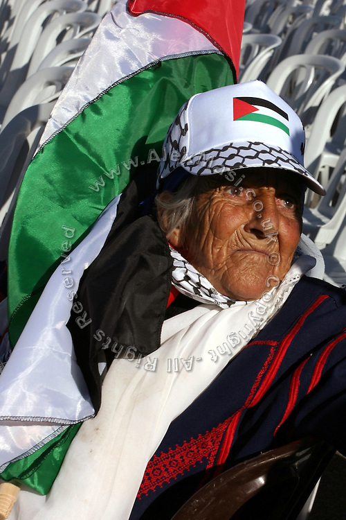Palestinian woman taking part at the celebration for the first anniversary of the death of former Palestinian leader Yasser Arafat at the Palestinian Authority (PA) headquarter, last residence and burial site of Yasser Arafat, in the Palestinian capital Ramallah, on Friday, Nov. 11, 2005. Here a mausoleum and a museum in his honour will be built soon. **ITALY OUT**