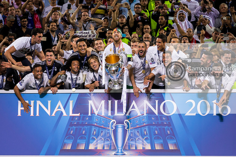 MILAN, ITALY - MAY 28: Real Madrid captain Sergio Ramos raises the Champions League trophy during the UEFA Champions League Final between Real Madrid and Atletico Madrid at Stadio Giuseppe Meazza on May 28, 2016 in Milan, Italy. (Photo by MICHAEL CAMPANELLA/Getty Images) *** Local Caption ***