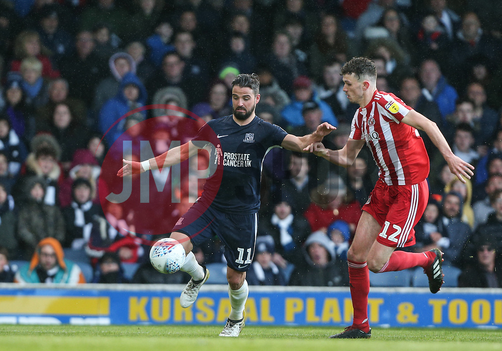 Stephen McLaughlin of Southend United tussles with Tom Flanagan of Sunderland - Mandatory by-line: Arron Gent/JMP - 04/05/2019 - FOOTBALL - Roots Hall - Southend-on-Sea, England - Southend United v Sunderland - Sky Bet League One