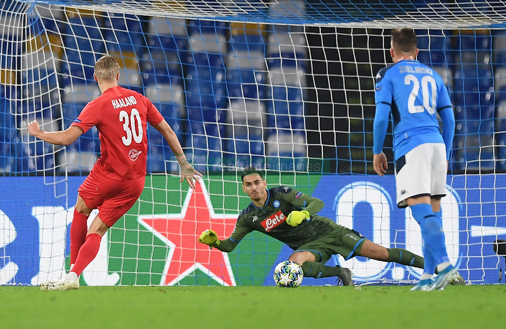 NAPLES, Nov. 6, 2019  Salzsburg's Erling Braut Halland scores his goal during the UEFA Champions League Group E match between Napoli  and Salzsburg in Naples, Italy, Nov. 5, 2019. (Photo by Alberto Lingria/Xinhua) (Credit Image: © Cheng Tingting/Xinhua via ZUMA Wire)
