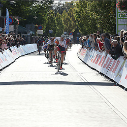 01-10-2016: Wielrennen: Olympia Tour: ReuverREUVER (NED) wielrennen  <br /> De Brit Christopher Latham was de snelste in de straten van Reuver. In een sprint die werd ontsierd door een valpartij was de tweede plek voor Cees Bol en de derde plaats voor de Australier Jason Lowdnes