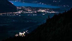 THEMENBILD - die beleuchtete Jakobskapelle und die Burg Kaprun mit dem Zeller See in der Dämmerung, aufgenommen am 22. Juni 2017, Kaprun, Österreich // The illuminated Jakobschapel and Kaprun Castle with the Zeller Lake at dusk in Kaprun, Austria on 2017/05/22. EXPA Pictures © 2017, PhotoCredit: EXPA/ JFK