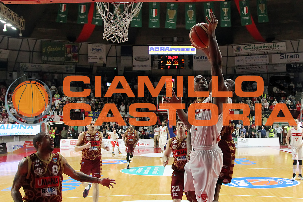 DESCRIZIONE: Varese Lega A 2015-16 <br /> Openjobmetis Varese vs Umana Reyer Venezia <br /> GIOCATORE: Maalik Wayns<br /> CATEGORIA: rimbalzo<br /> SQUADRA: Openjobmetis Varese<br /> EVENTO: Campionato Lega A 2015-2016<br /> GARA: Openjobmetis Varese Umana Reyer Venezia<br /> DATA: 10.04.2016<br /> SPORT: Pallacanestro<br /> AUTORE: Agenzia Ciamillo-Castoria/A. Ossola<br /> Galleria: Lega Basket A 2015-2016<br /> Fotonotizia: Varese Lega A 2015-16 <br /> Openjobmetis Varese Umana Reyer Venezia