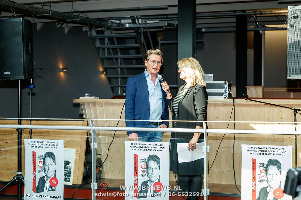 NLD/Amsterdam/20180425 - Boekpresentatie Erik de Zwart - 40 jaar Topjaren, Erik met zijn boek