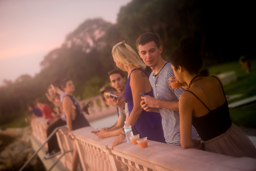 SARASOTA, FL -- August 19, 2016 -- Students at New College of Florida enjoy the mocktail party behind College Hall during orientation week for the start of the 2016-17 academic year. (PHOTO / New College of Florida, Chip Litherland)