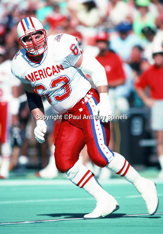 Houston Oilers guard Mike Munchak (63) pulls and blocks during the 1990 NFL Pro Bowl between the National Football Conference and the American Football Conference on Feb. 4, 1990 in Honolulu. The NFC won the game 27-21. (©Paul Anthony Spinelli)