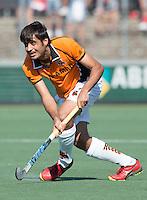 AMSTELVEEN -  HOCKEY -  Rizwan Muhammad van OZ.  Beslissende finalewedstrijd om het Nederlands kampioenschap hockey tussen de mannen van Amsterdam en Oranje Zwart (2-3). COPYRIGHT KOEN SUYK