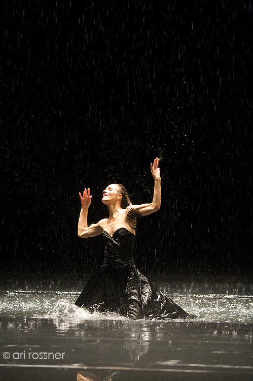 First representation of the company in Paris after Pina Bausch's death<br>Julie Anne Stanzak