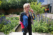 JOANNA LUMLEY, Press and VIP viewing day. Chelsea Flower show, Royal Hospital Grounds. Chelsea. London. 18 May 2009
