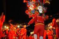 Diablo  de Carnaval durante el Carnaval de El Callao en Venezuela. El diablo es el personaje principal de estas fiestas tradicionales, y se distingue por  sus elaboradas mascaras con cachos rectos y puntiagudos. El Carnaval, celebrado entre los meses de febrero y marzo, tiene en El Callao una de sus manifestaciones más alegres y coloridas, gracias a la riqueza cultural de su mestizaje. El Callao, 2007 (Ramon Lepage / Orinoquiaphoto)  Carnival Devil during El Callao Carnival in Venezuela. The devil is the principal character of this traditional celebration, and it disguises itself for the elaborate masks with straight and pointed horn. Carnival, celebrated between February and March, have in El Callao one of its colorful and happiest expressions, thanks to their cultural mestization. El Callao, 2007 (Ramon Lepage / Orinoquiaphoto).